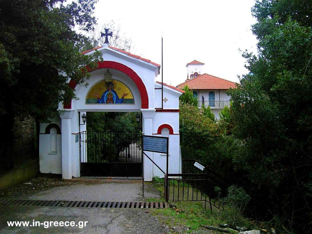 Η είσοδος της Μονής Τατάρνας