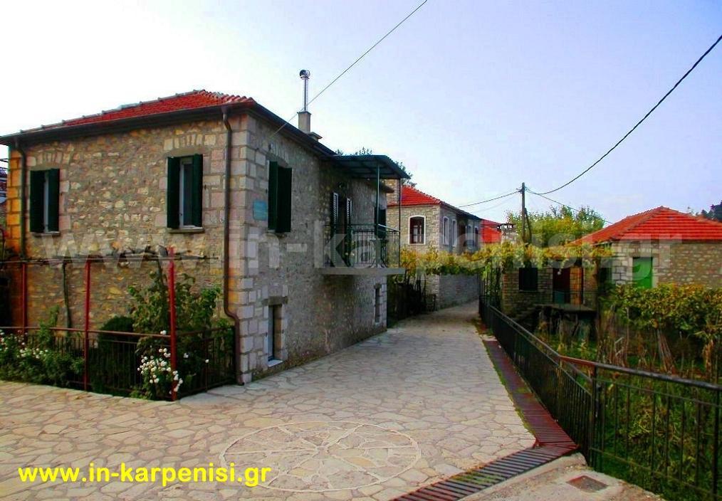 Τα πέτρινα καλντερίμια στο χωριό Φιδάκια