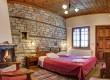 Ξενώνας Η Γωνιά   Παραδοσιακό δωμάτιο με τζάκι
