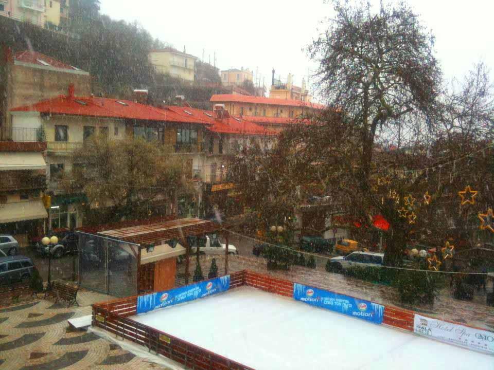 Το παγοδρόμιο στην πλατεία Καρπενησίου