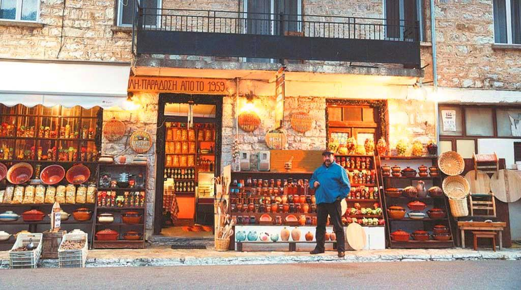 Στον Γαύρο, οικισμό του Μεγάλου χωριού μέσα από τον οποίο περνά ο κεντρικός δρόμος Καρπενησίου-Προυσού, θα βρείτε καταστήματα με τουριστικά εμπορεύματα, αλλά και τοπικά προϊόντα